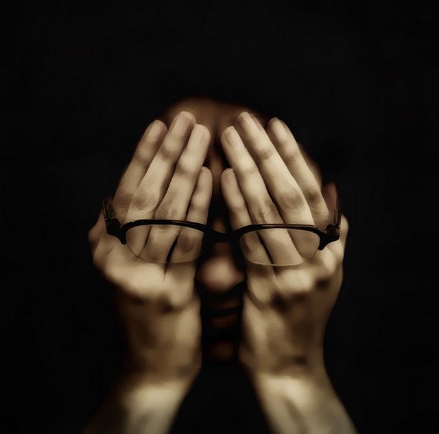Sama niewidoma, innym przywraca wzrok