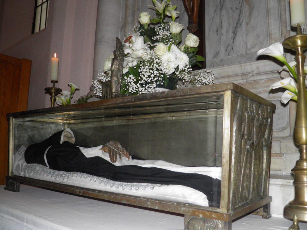 Sarkofag z ciałem bł. Hosanny